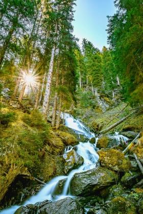 THEMENBILD, Sonnenaufgang am Sintersbacher Wasserfall