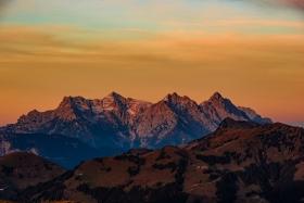 THEMENBILD, Sonnenuntergang in den Bergen